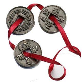 Tres Monedas Chinas Lazo