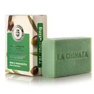 Jabón Artesano Regenerador de Aloe y Manzanilla Natural Edition La Chinata - 100 gramos